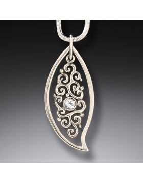 Leaf Pendant - Dancing Leaf